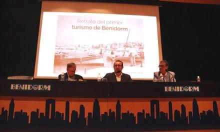 Vicente Sanjuán presenta 'Retrat del primer turisme de Benidorm', una visió fotogràfica dels inicis del turisme a la ciutat