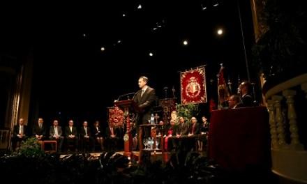 La Diputació d'Alacant rep la distinció de Nazareno de la Setmana Santa d'Oriola