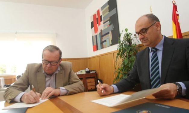 La Universidad de Alicante y el Club Náutico de Torrevieja se alían para potenciar la actividad de extensión universitaria