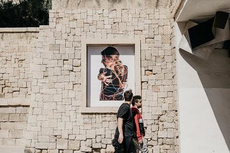 Las calles de Alicante repletas de fotos en distintos rincones de la ciudad