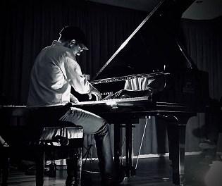 La Fundació Caja Mediterráneo rendeix tribut a Ludovico Einaudi amb el concert del pianista Borja R. Niso