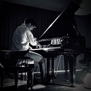 La Fundación Caja Mediterráneo rinde tributo a Ludovico Einaudi con el concierto del pianista Borja R. Niso