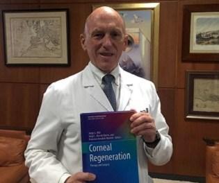 Jorge Alió publica el primer libro sobre las técnicas quirúrgicas empleadas en la regeneración corneal