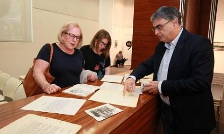 La família de Rafael Azuar dóna la biblioteca i l'arxiu de l'escriptor a l'Institut de Cultura Juan Gil-Albert