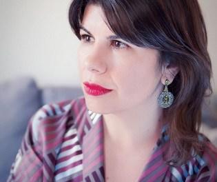 """Isabel Navarro, poeta sobre la crisi econòmica amb «Clàusula sol», intervé aquest dijous en el cicle """"Alimentando lluvias"""" del IAC Juan Gil-Albert"""