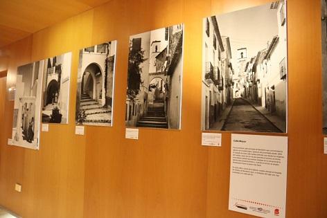 La exposición del fotógrafo local Simeón Nogueroles se traslada ahora a la Biblioteca Municipal