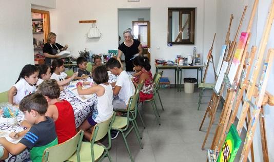 """La Concejalía de Educación de Finestrat amplía la edad de la escuela de verano y el """"Campus d'Art"""" hasta los 16 años"""