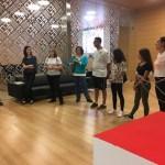 La concejal de Cultura, Mª Dolores Padilla visita en el MACA la exposición «Entre Guerras» de los alumnos del IES Figueras Pacheco, dentro del programa Menuts Veïns