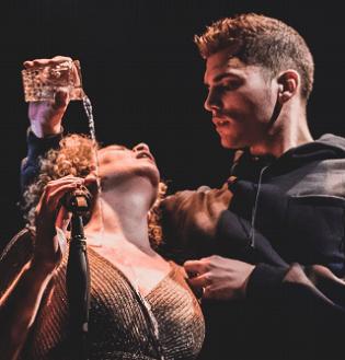 Los viajes del TIRANT le llevan este viernes al Teatre Arniches de Alicante: heridas de guerra, heridas del amor