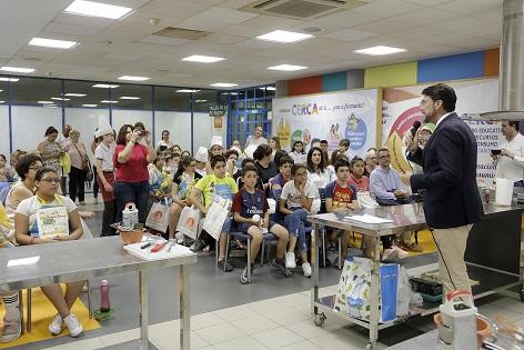 """El alcalde de Alicante entrega los premios delprogramaescolar de cocina """"Lápiz y cuchara"""""""