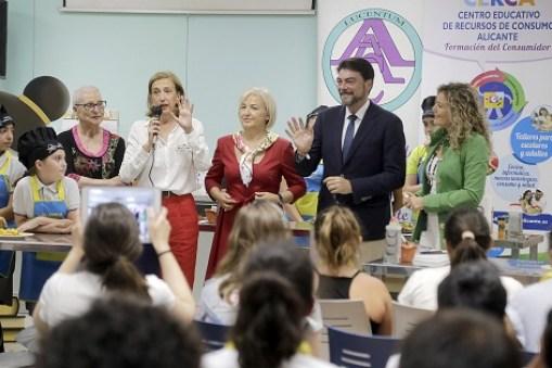 L'alcalde d'Alacant, Luis Barcala entrega els premis del concurs Llapis i cullera, Foto; Ajuntament d'Alacant/Ernesto Caparrós
