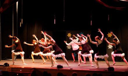 """El musical """"The greatest show"""" logró colgar el cartel de completo en l'Alfàs del Pi"""