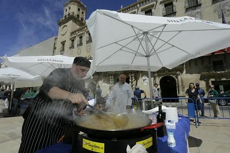 El cuiner RaúlMagraner, El Palmar, València, gana l'I Concurs Internacional Alacant Ciutat de l'Arròs