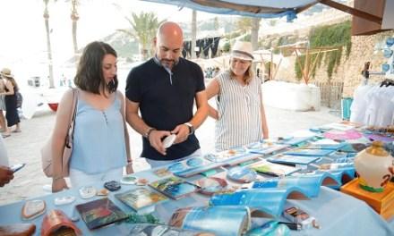 La Fira d'Artesania i la programació cultural de Estiu Festiu tornen a la platja de l'Albir de l'Alfàs del Pi