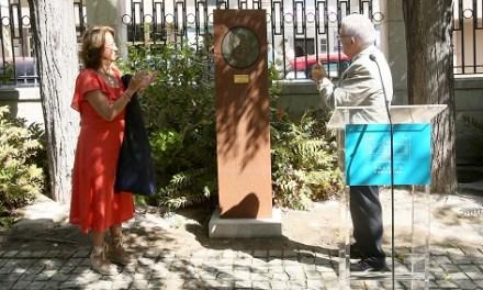 La Diputación de Alicante inaugura un relieve en honor al pintor José Pérezgil en los jardines del Palacio Provincial