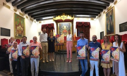 Presentan el cartel de las fiestas de agosto de Elche de 2019, obra de Tonia Baeza