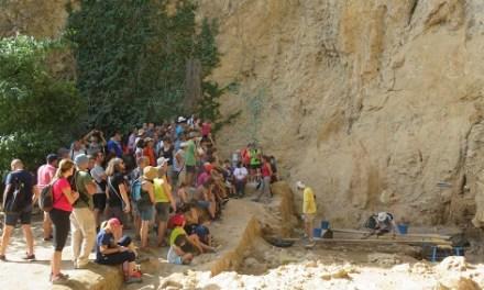 Prop de 250 persones participen en la portes obertes a les excavacions arqueològiques del Salt