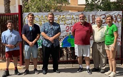 El campament urbà de la Fundació Ángel Tomás a Elx rep la visita del regidor Mariano Valera