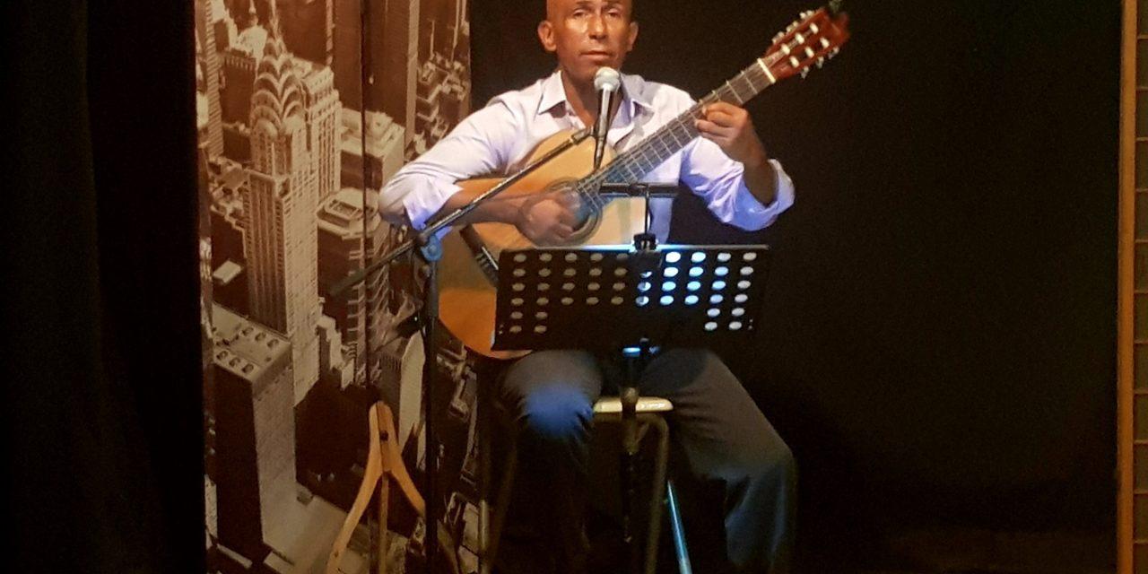 El viatge musical de David Álvarez que és un repàs per la música espanyola i llatina de tots els temps