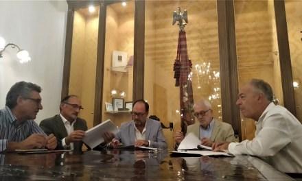 L'Ajuntament d'Oriola i la Fundació Caja Mediterráneo culminen l'acord d'arrendament de les instal·lacions amb la signatura del contracte