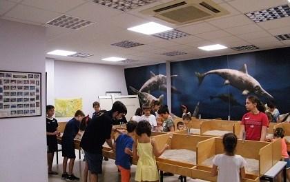 Unas 4.300 personas visitan el MUPE para disfrutar de la paleontología en verano