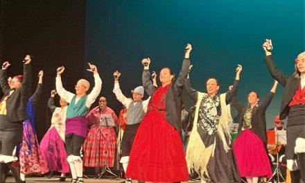 L'alcalde d'Elx s'uneix a la celebració de la verge del Pilar assistint al Festival de Jotes