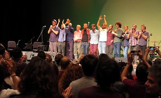 Concert de ELS JÓVENS amb un parell de cançons d'Al Tall a Alcoi