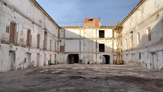 El Ayuntamiento de Alicante saca a la luz el espacio original del claustro de la antigua Fábrica de Tabacos