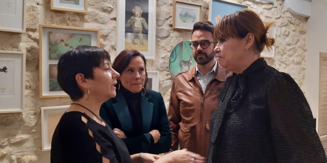 María Conejero asiste a la proyección de «El Proxeneta», junto a la directora Mabel Lozano