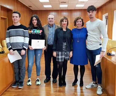 El Ayuntamiento de Elda entrega los premios a los ganadores del VII Concurso de Poesía Antonio Porpetta para jóvenes poetas