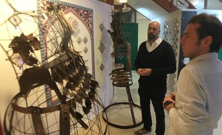 La Tourist Info de Petrer acull una exposició de l'escultor Chemi Galiano