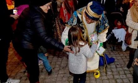 La Gran Cabalgata de Carteros Reales recorre este sábado las calles de Alicante para recoger las cartas de los niños y niñas de la provincia