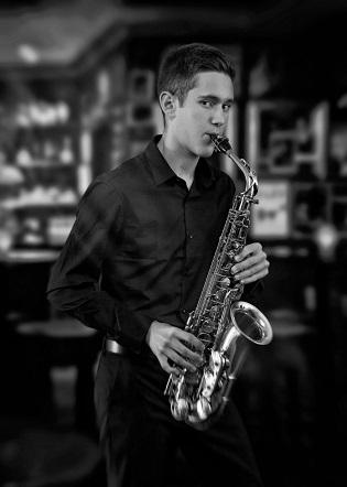 El alumno del conservatorio de Xàbia Adam Martí será el solista en el VI encuentro de orquestas del Auditori Teulada Moraira