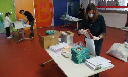 Villena agradece a los más pequeños su actitud ante el confinamiento con el obsequio de 3.600 libros de autores locales