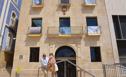 Cultura d'Alacant convida a recórrer l'exposició de fotos a l'aire lliure «Des del meu balcó», que exhibeix 50 instantànies del confinament