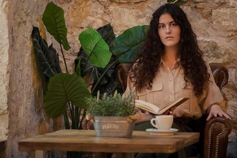 SOStenemos Cultura presenta a Iría Fariñas, escritora, también poeta