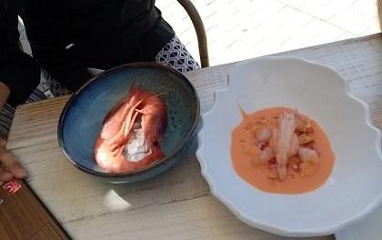 Dénia participa del Dia Mundial de la Tapa amb un plat de gamba roja, gaspatxo i gelat de tomaca del cuiner Fernando González