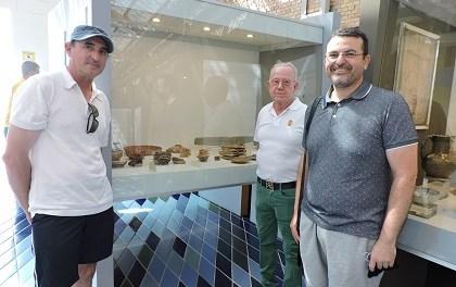 Manuel Sánchez Valentín dona al Museu de la Mar de Dénia un conjunto de cerámicas del siglo I a. C. halladas junto a la escollera norte del puerto