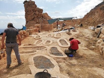 Los trabajos de excavaciones en la Pobla de Ifach en Calp descubren once tumbas nuevas en el área de la necrópolis