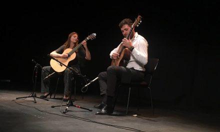La complicitat de Du-Duet va tancar el Festival de Guitarra 'Ciutat d'Elx'