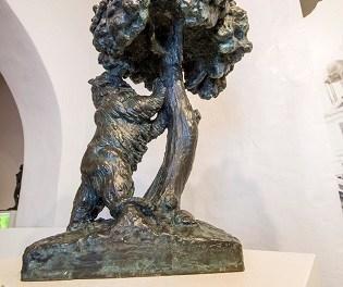 El Museo Navarro Santafé de Villena restaura varias piezas del escultor, así como elementos de madera de la fachada diseñados por el artista