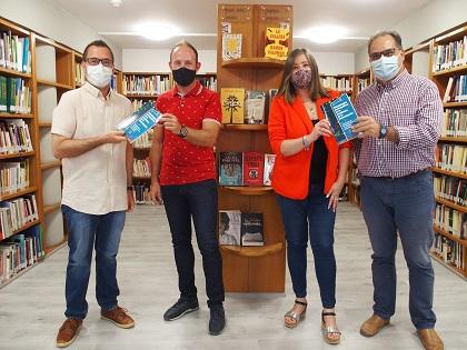 Donació de dos llibres amb les Festes de Moros i Cristians de Villena com a experiència acadèmica d'innovació docent