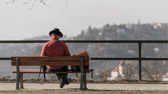 La concejalía de Personas Mayores de Alcoy convoca un concurso literario y otro fotográfico sobre la soledad no deseada