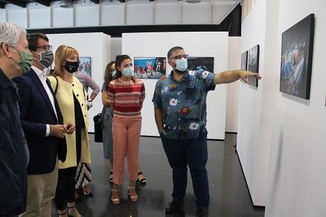 El Centro de Congresos de Elche acoge una exposición y debate sobre el drama de los refugiados