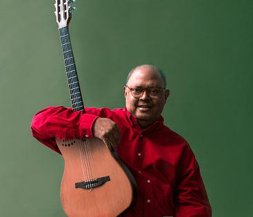 El cantautor cubano Pablo Milanés desembarca en el Auditorio de Torrevieja con los mejores temas de su repertorio