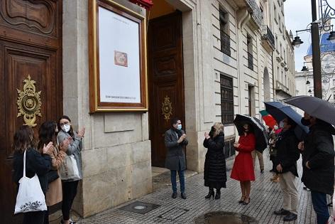 Ya está en la fachada del Ayuntamiento el cartel de la CXXXVI Cabalgata de Reyes Magos de Alcoy