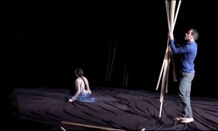 La guardonada dansa 'La Desnudez' de Daniel Abreu i Dácil González arriba aquest dissabte al Gran Teatre d'Elx entre altres activitats de la setmana