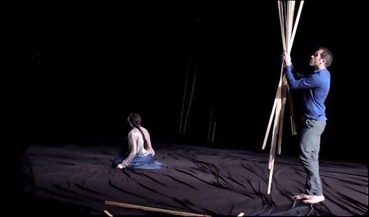 La galardonada danza 'La Desnudez' de Daniel Abreu y Dácil González llega este sábado al Gran Teatro de Elche entre otras actividades de la semana