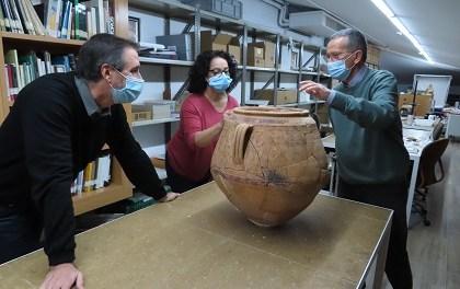 Se encuentra un excepcional vaso decorado en el poblado ibérico del Cabeçó de Mariola