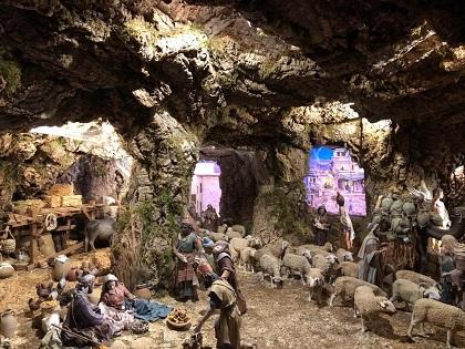 La inauguració del Betlem municipal en el Hort del Xocolater i la celebració del pregó en el Gran Teatre donen la benvinguda al Nadal a Elx